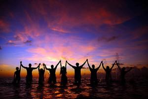 Holding-Hands-sunset
